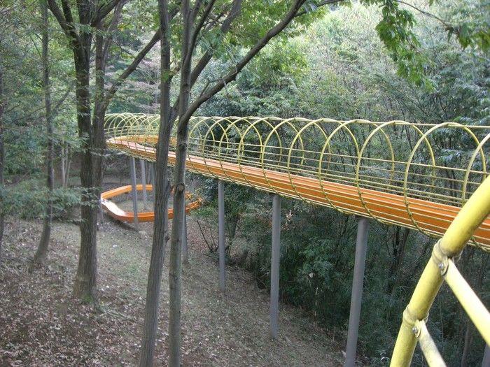 殿入中央公園のローラー滑り台