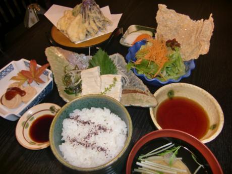 山菜が豊富に味わえる料理