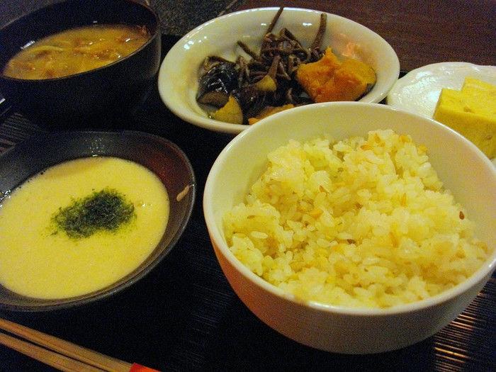 本格的な麦とろご飯