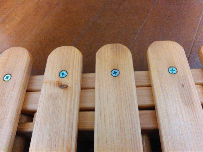 天板骨に天板用の木材をビス打ち