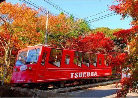 赤色の筑波山ケーブルカー