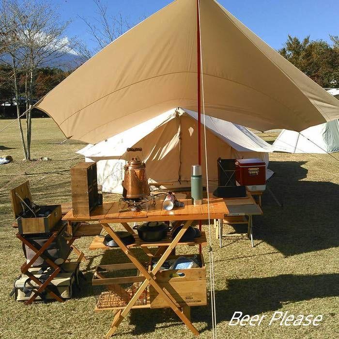 ホワイトのテントとサンドカラーのタープ