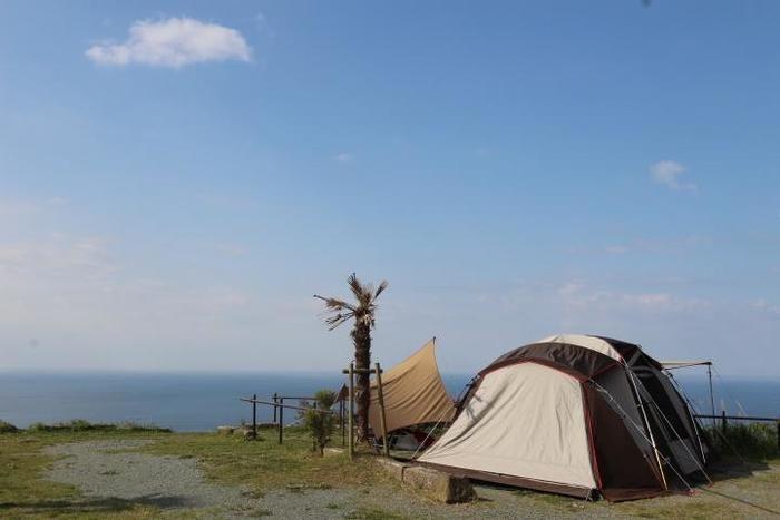 海の近くでのテント