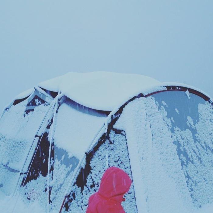 フライシートの雪下ろし