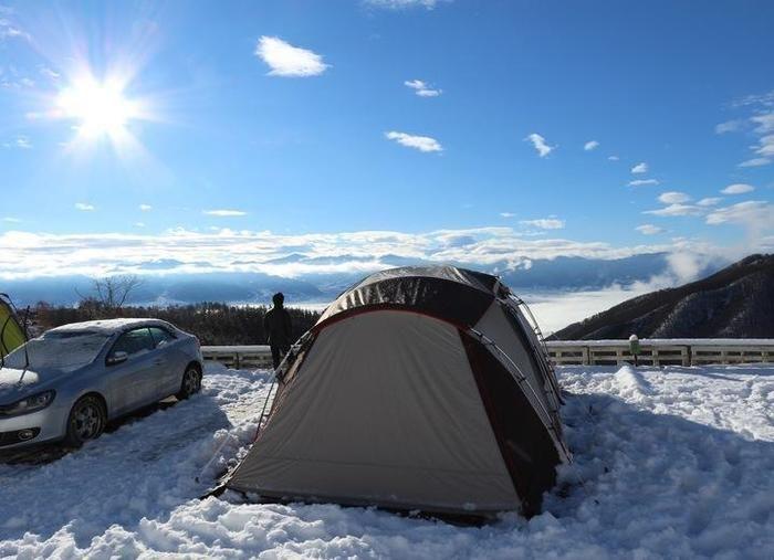 雪の日の翌日のテント