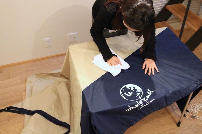 雑巾で全体の汚れを拭き取る