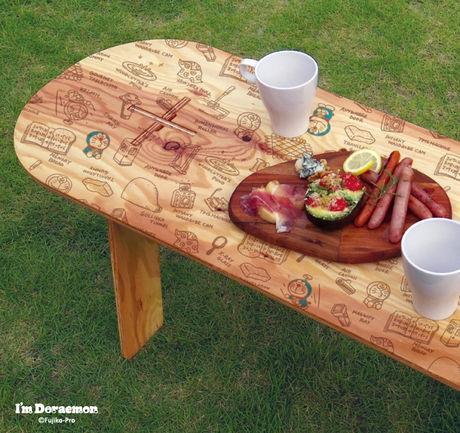 ドラえもんがプリントされたローテーブル
