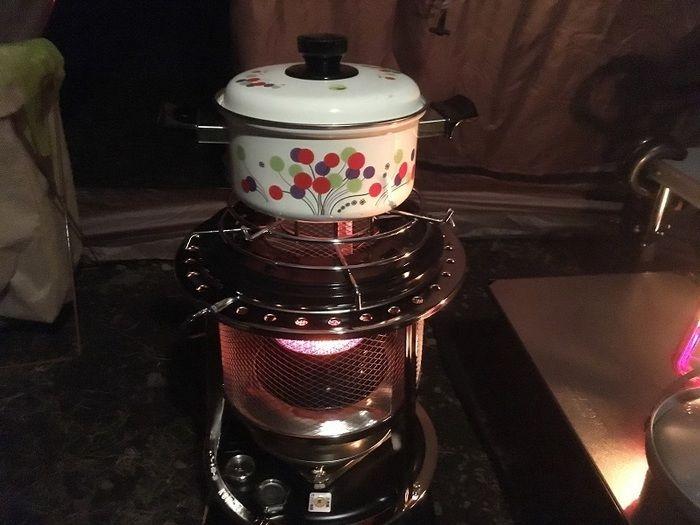 鍋の載ったストーブ