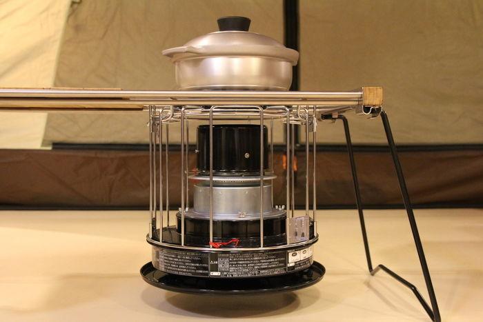 上に鍋の置けるタクードストーブ