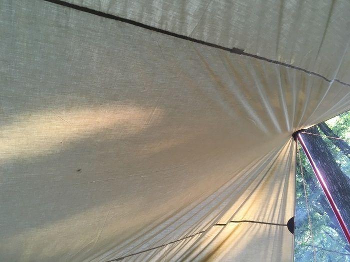 コットン製のテントの天井