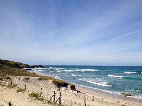 南国リゾートのような砂浜と海