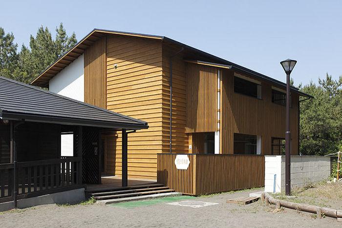 茅ヶ崎市柳島キャンプ場のログキャビン