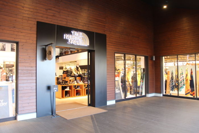 アウトドアヴィレッジのザ・ノース・フェイスのウェアを中心に取り揃えた店舗