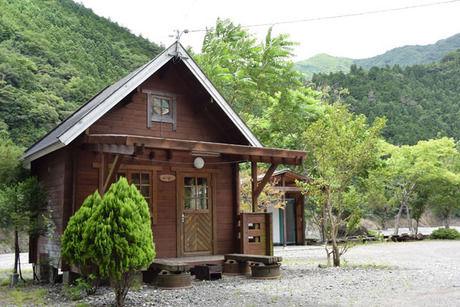 谷瀬つり橋オートキャンプ場のログハウス