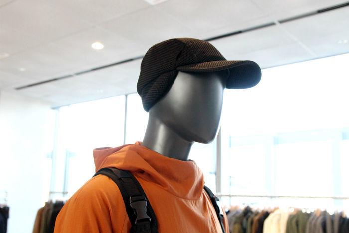 Utility Transitシリーズの帽子をかぶったマネキン
