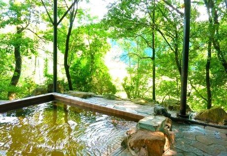 ナラ入沢渓流釣りキャンプ場近くの塩原温泉郷