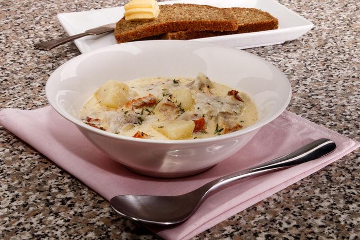 牛乳ベースのさつまいもとジャガイモのみそスープ