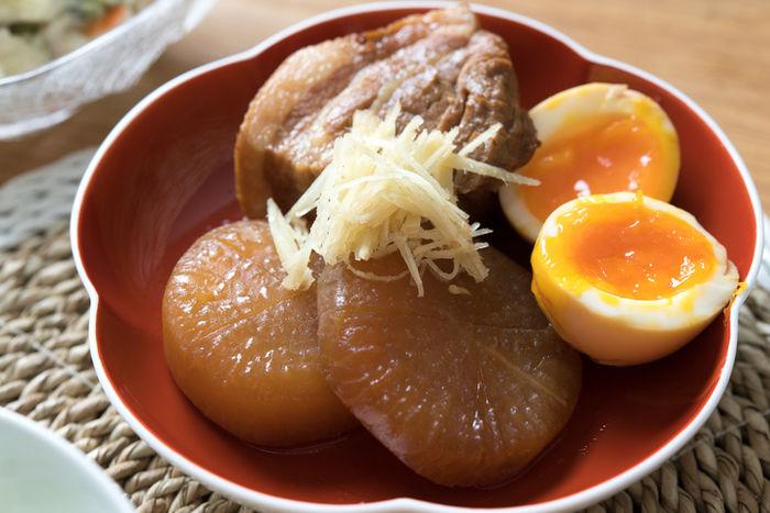 味のしみた豚の角煮と大根と半熟卵