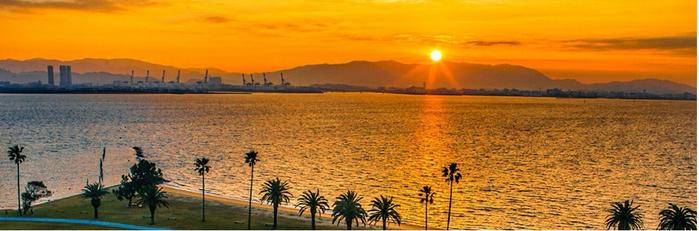 海の中道海浜公園の夕方の海