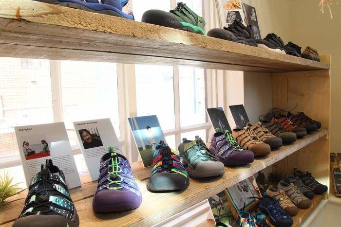 並べられたKEENの靴