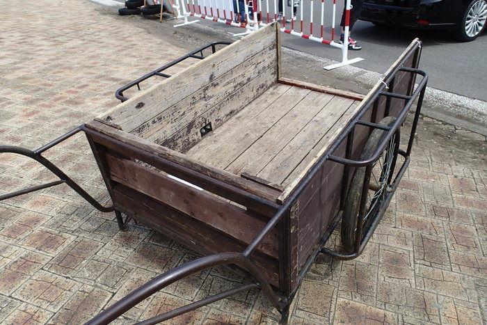 木製のリアカー