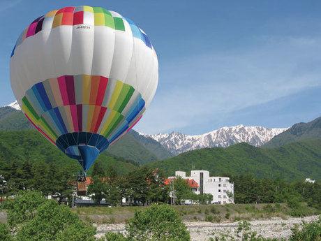 青山湖キャンプ場の気球