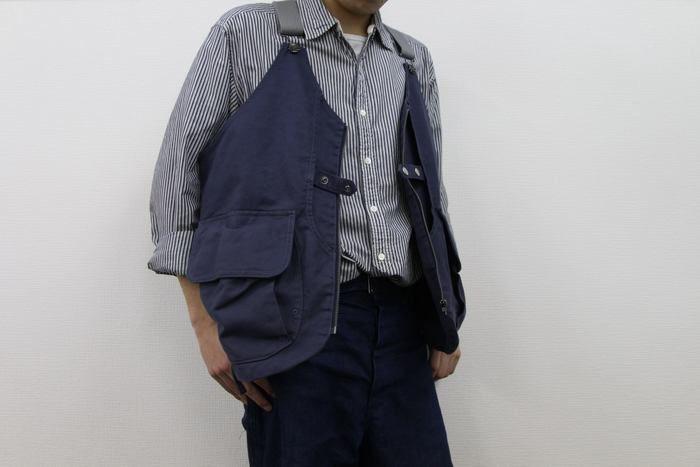 タキビベストを着た男性
