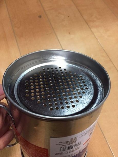 こし網を切り取った缶の底にはめた状態