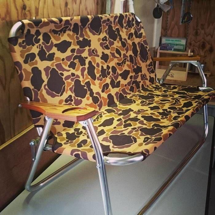 迷彩柄のベンチ