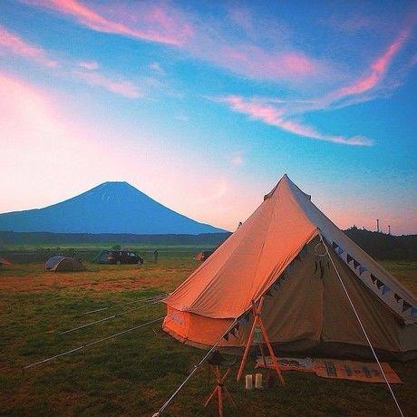 ふもとっぱらからの富士山の眺めとテント