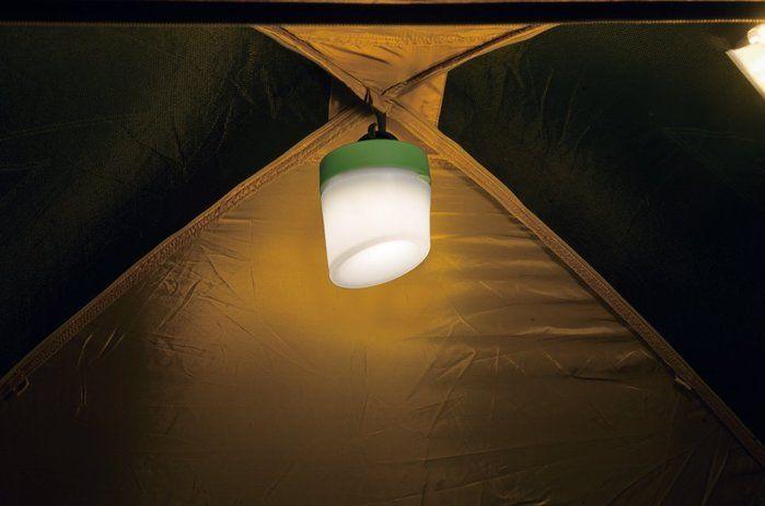 テントの天井に吊るしたジェントスの小さめのランタン