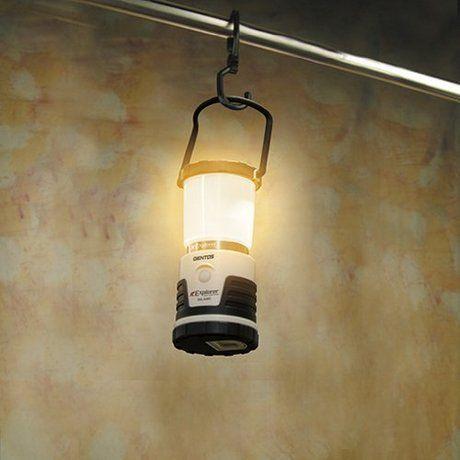 明るい光を灯すジェントスのランタン