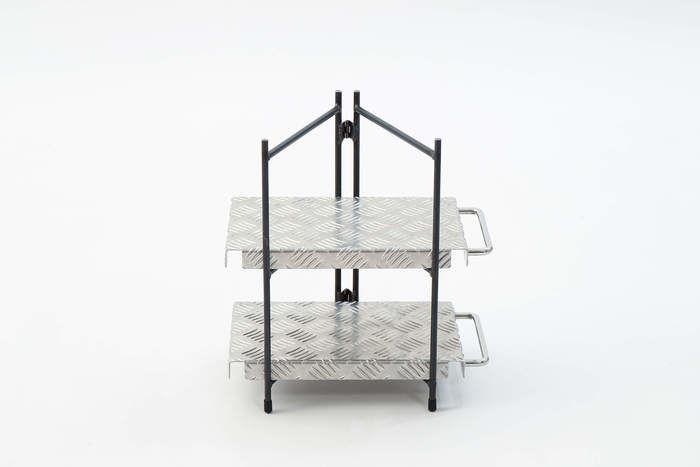 縞板鉄板と鉄脚を組み合わせたラック