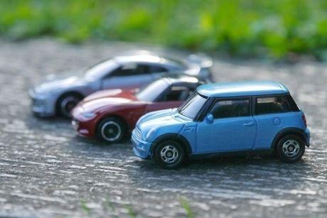 3台並んだミニカー