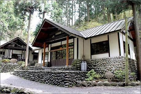 川井キャンプ場のロッジ