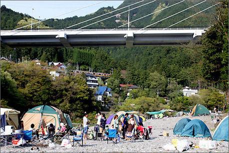 川井キャンプ場の河原のテントサイト