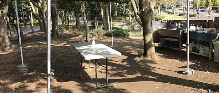 幕張海浜公園バーベキューガーデン内のテーブル