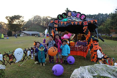 ハロウィんキャンプを楽しむ子供達