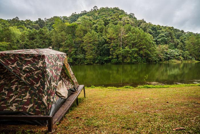 迷彩柄のテント