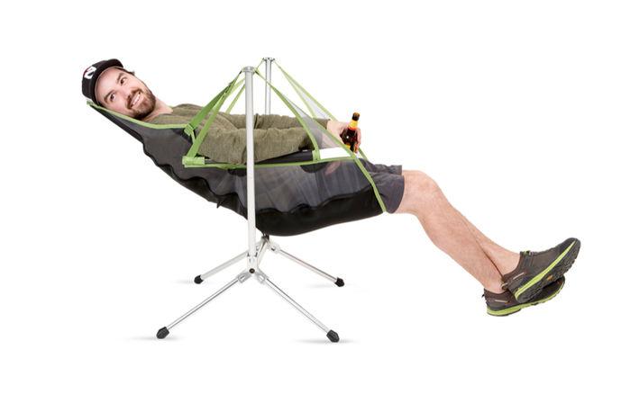 ニーモのスターゲイズ ラグジュアリーに寝そべる男性
