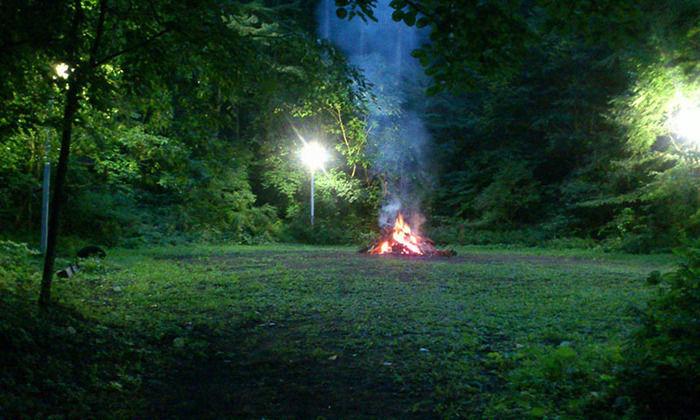 皇海山キャンプフォレストでの焚火の様子