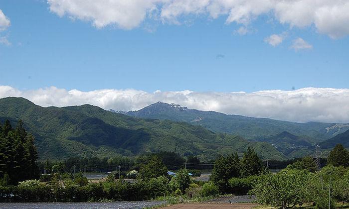 皇海山の山なみ