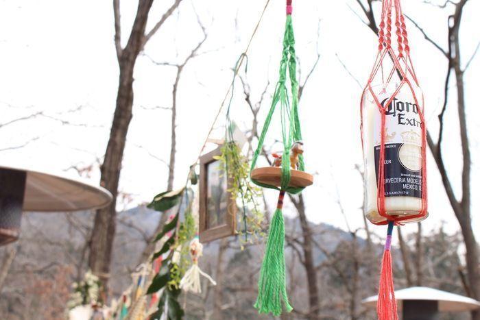 マクラメ編みで吊り下げた小物
