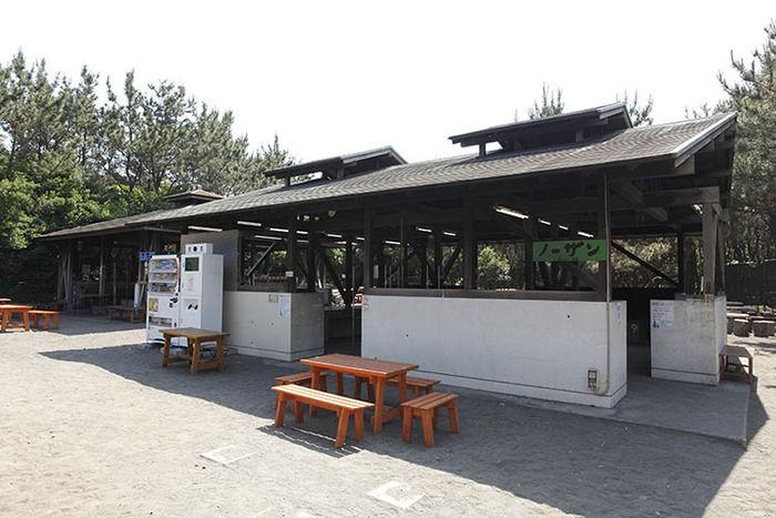 茅ヶ崎市柳島キャンプ場のバーベキューコーナー