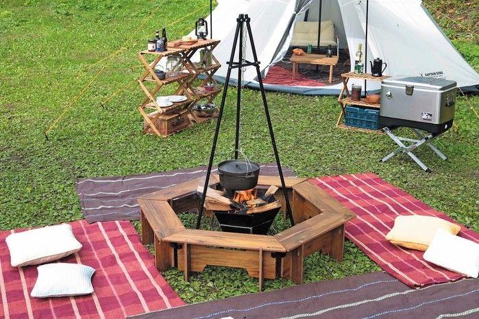 芝生の上のヘキサテーブルで作った囲炉裏