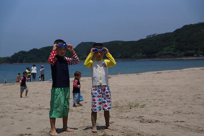 加太海水浴場で遊んでいる子供達