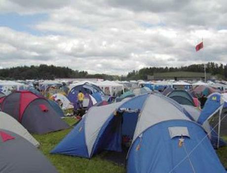 混雑するテントサイト