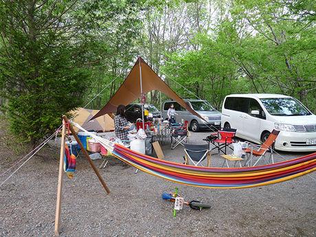 赤城山オートキャンプ場 でキャンプをしている人たち