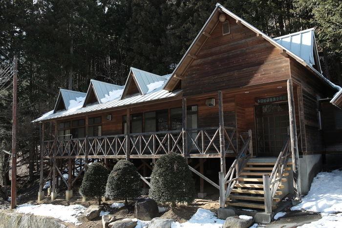 日川渓谷レジャーセンターのコテージの外観
