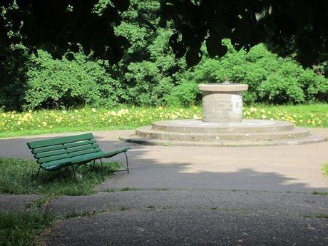 こんぜの里バンガロー村の緑色のベンチ